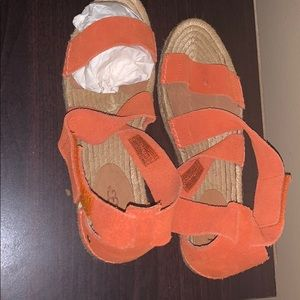 Brand new never worn peach cross cross ankle ugg.